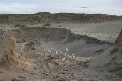 De nouvelles images exclusives: Le pillage et la destruction du cordon dunaire de Bazoul continue.